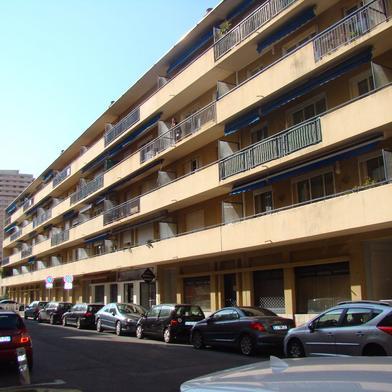 Commerce 2 pièces 61 m²