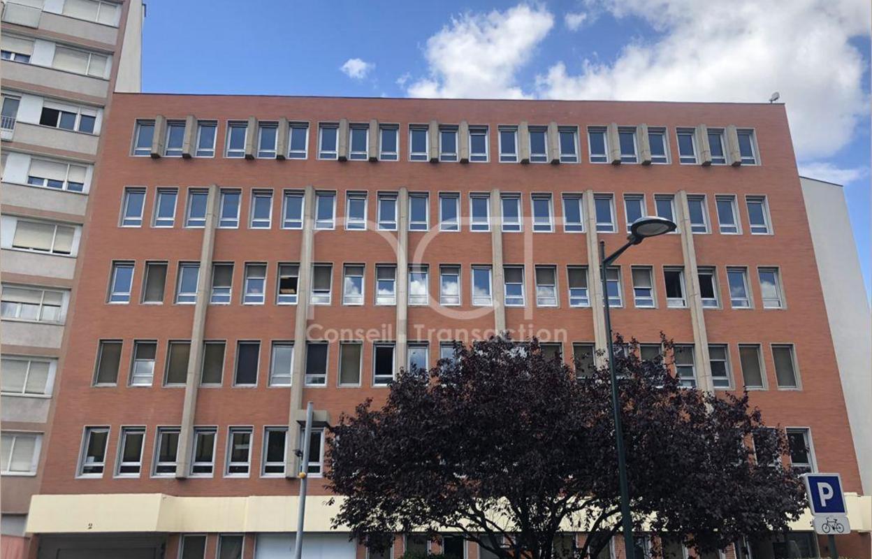 Bureau 765 m²