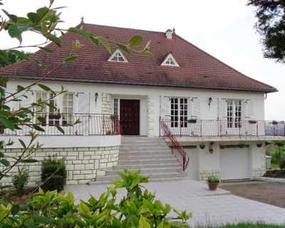 Vente Villa 280 m² à Creuzier-le-Vieux 385 000 €