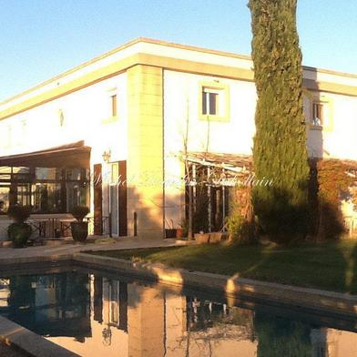 Maison 8 pièces 550 m²