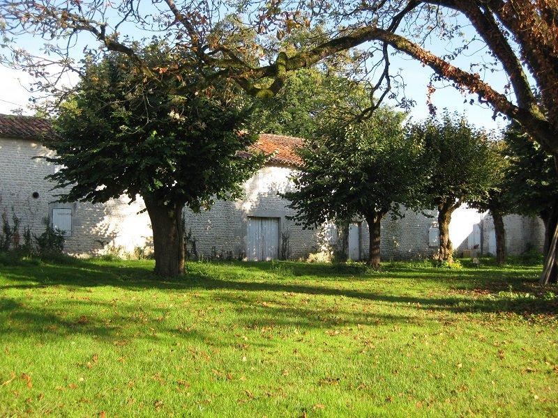 photo de Ancienne seigneurie proche Saint Jean d'Angély
