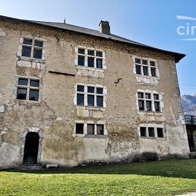 Maison 9 pièces 211 m²