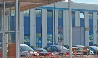 Location commerce  Saint-Quentin-Fallavier (38070) 50 365 € CC /mois