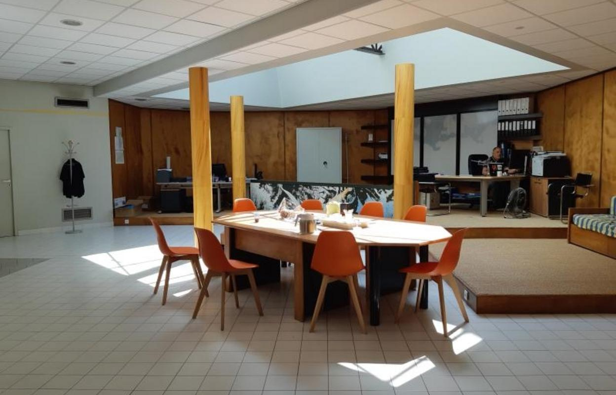 Commerce 560 m²