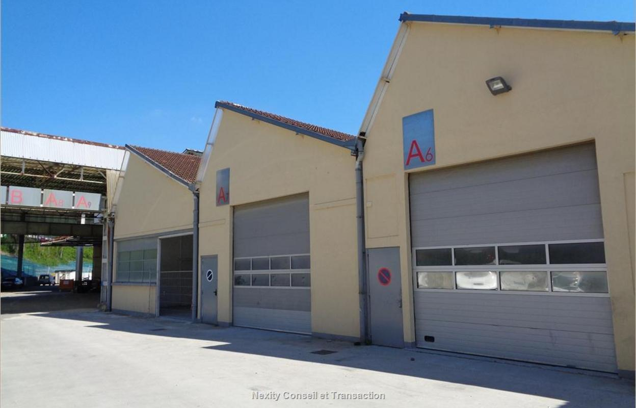Local industriel 972 m²