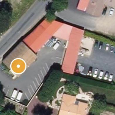 Commerce 700 m²