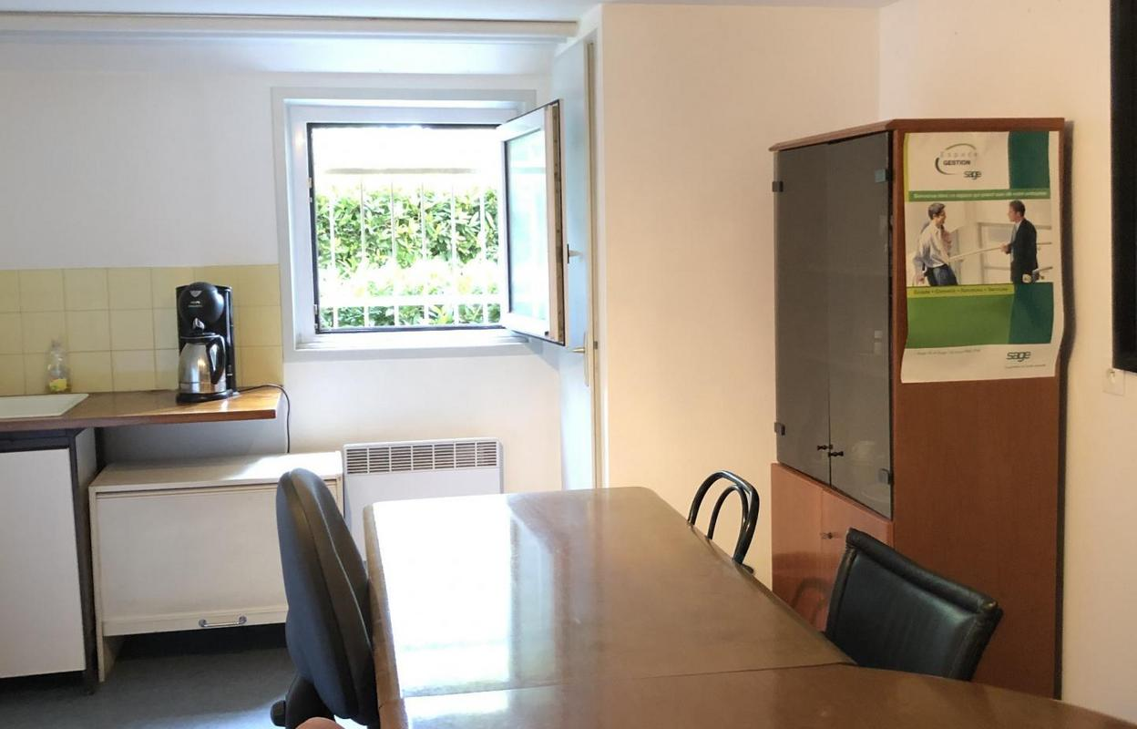Bureau 68 m²