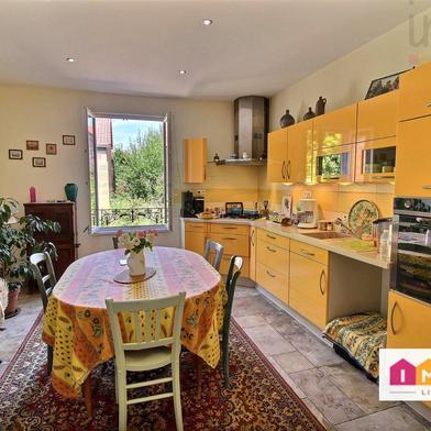 Maison 10 pièces 222 m²