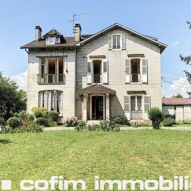 Maison 10 pièces 273 m²