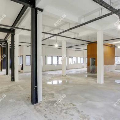 Bureau 706 m²