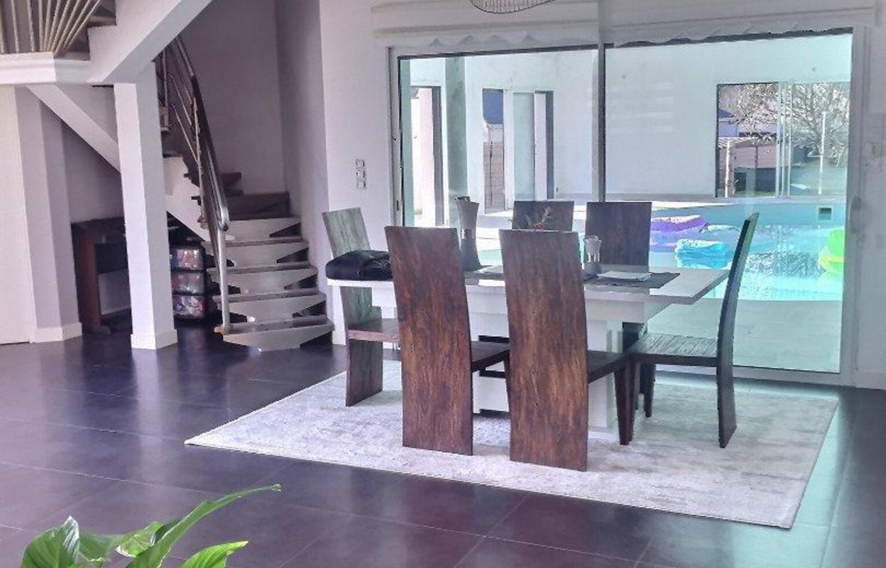 Maison 8 pièces 332 m²