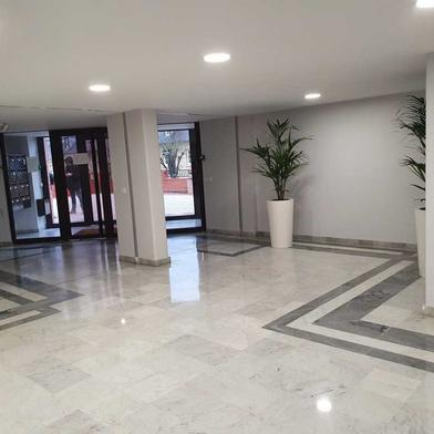 Bureau 679 m²