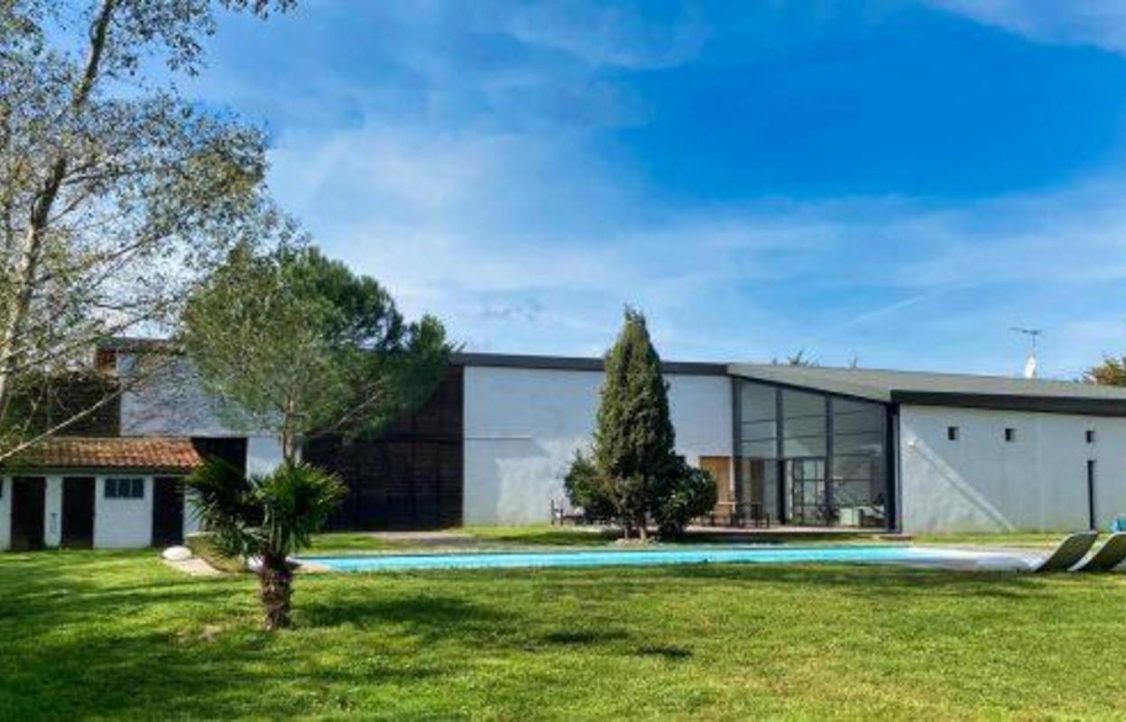 Maison 6 pièces 330 m²