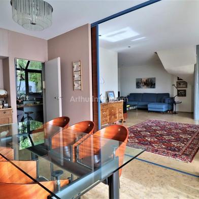 Maison 7 pièces 385 m²