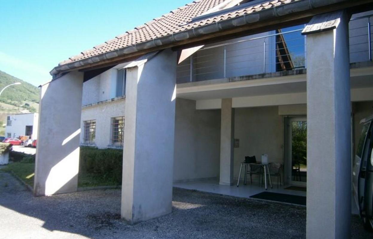 Bureau 555 m²