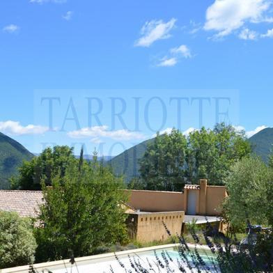 Maison 12 pièces 330 m²
