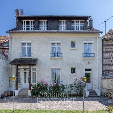 Maison 10 pièces 218 m²