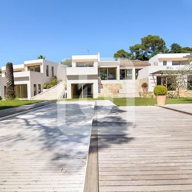 Maison 15 pièces 942 m²