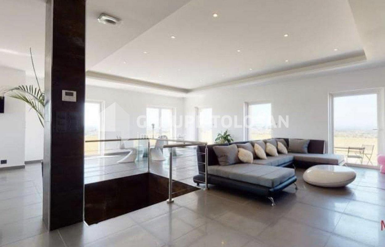 Maison 8 pièces 330 m²