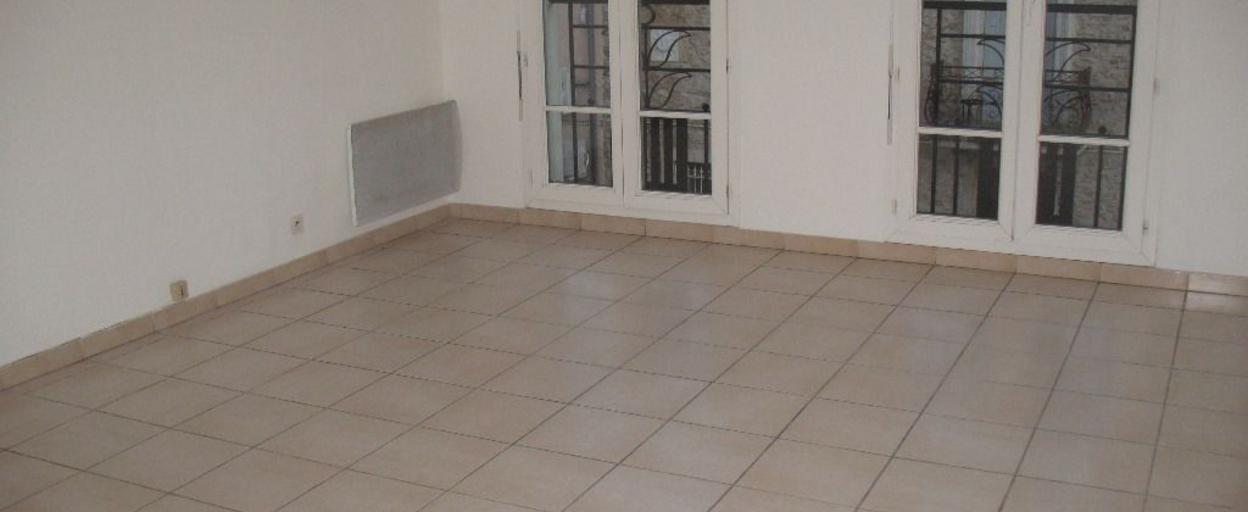 Location appartement 2 pièces Bagnols-sur-Cèze (30200) 400 € CC /mois